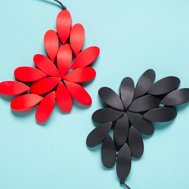 Hibiscus Plain Necklace (2 Colours Avail)