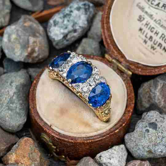 An antique blue sapphire ring