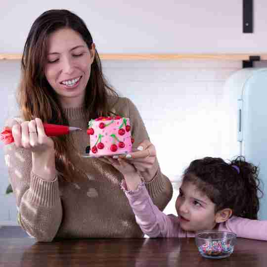 Meet Sheri - decorating cakes with daughter