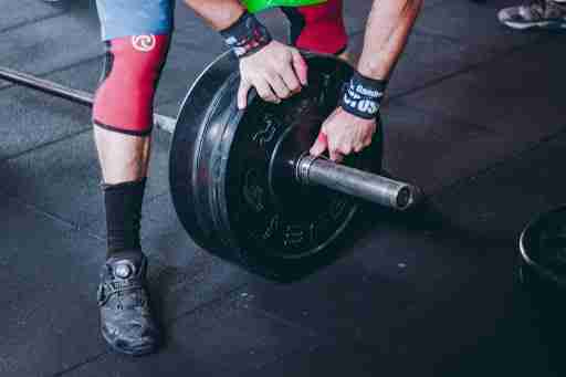 unloading weights from barbell