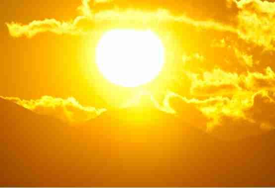 Hete zon kan voor hittebultjes zorgen.