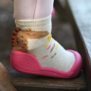 Attipas baby shoes in Giraffe Fuchsia