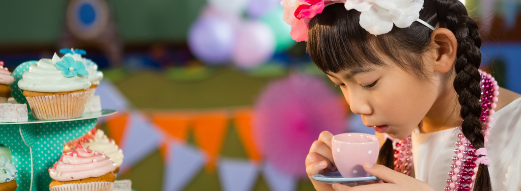rooibos rocks child drinking tea with cake