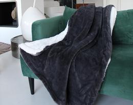 Plaid polaire imitation lapin doublé imitation mouton . Le comptoir de la plage . Existe également en dimension XL 220 x240 cm couverture