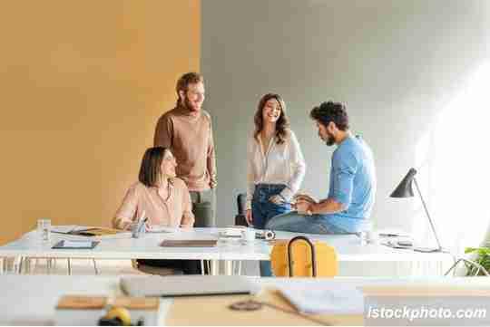 bersosialisasi, cara menjaga kesehatan mental, kesehatan mental dalam bekerja
