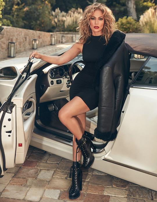 Jennifer Lopez wearing shoes by DSW