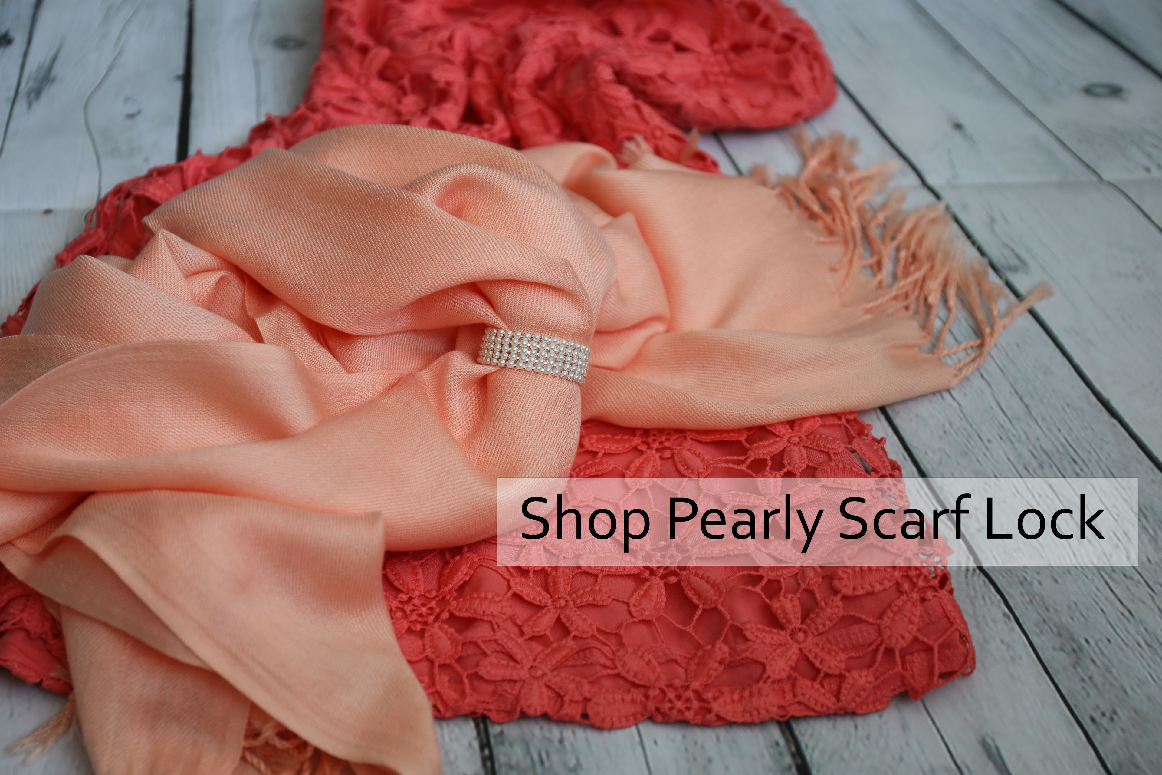 Pearly Scarf Lock