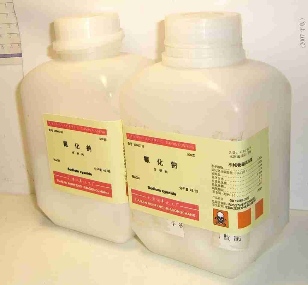 Sodium cyanide with labels