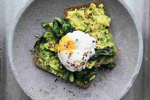 avocado toast poached egg spinach red pepper wholegrain bread micronutrients macronutrients health wellness