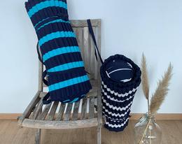 Matelas de plage rayé marine et blanc ou turquoise et marine . Thème marin. Dimension 60x180cm avec oreiller intégré.