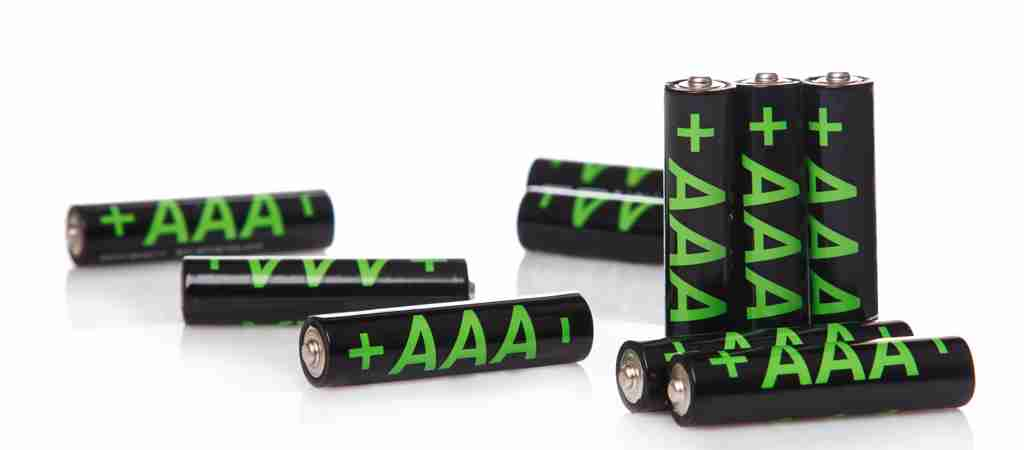 Should I buy a lithium or alkaline AAA battery