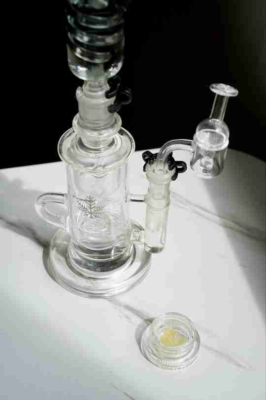 quartz banger with concentrate