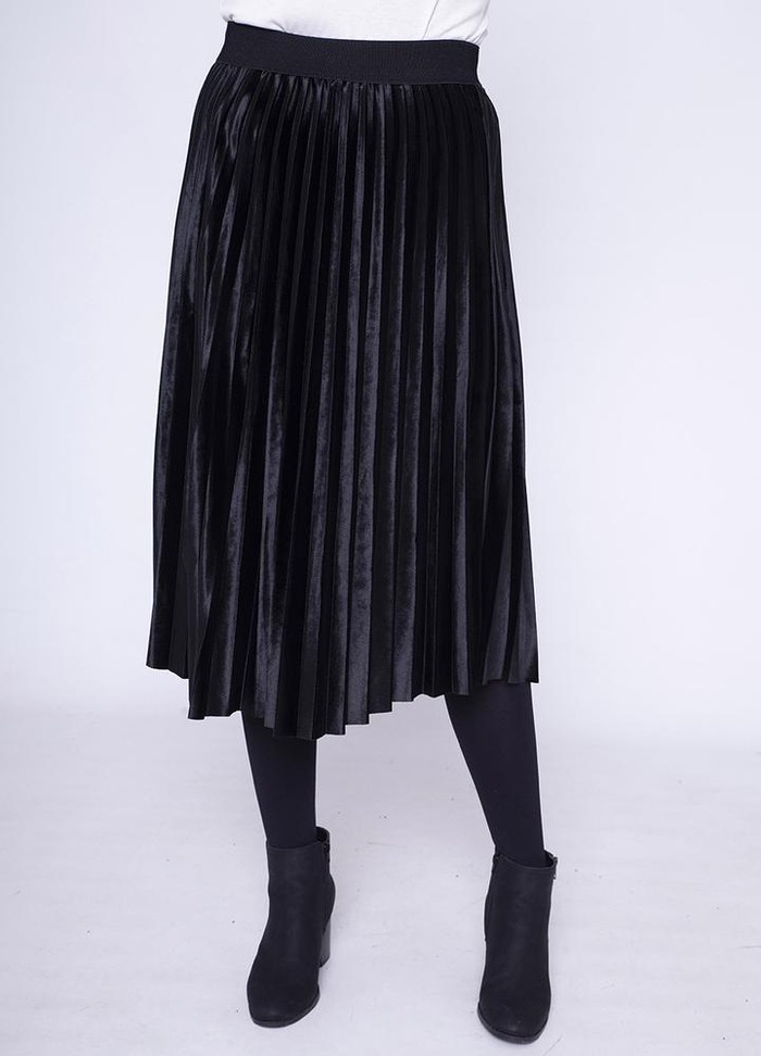 Stretch Waist Pleat Velvet Skirt in Black