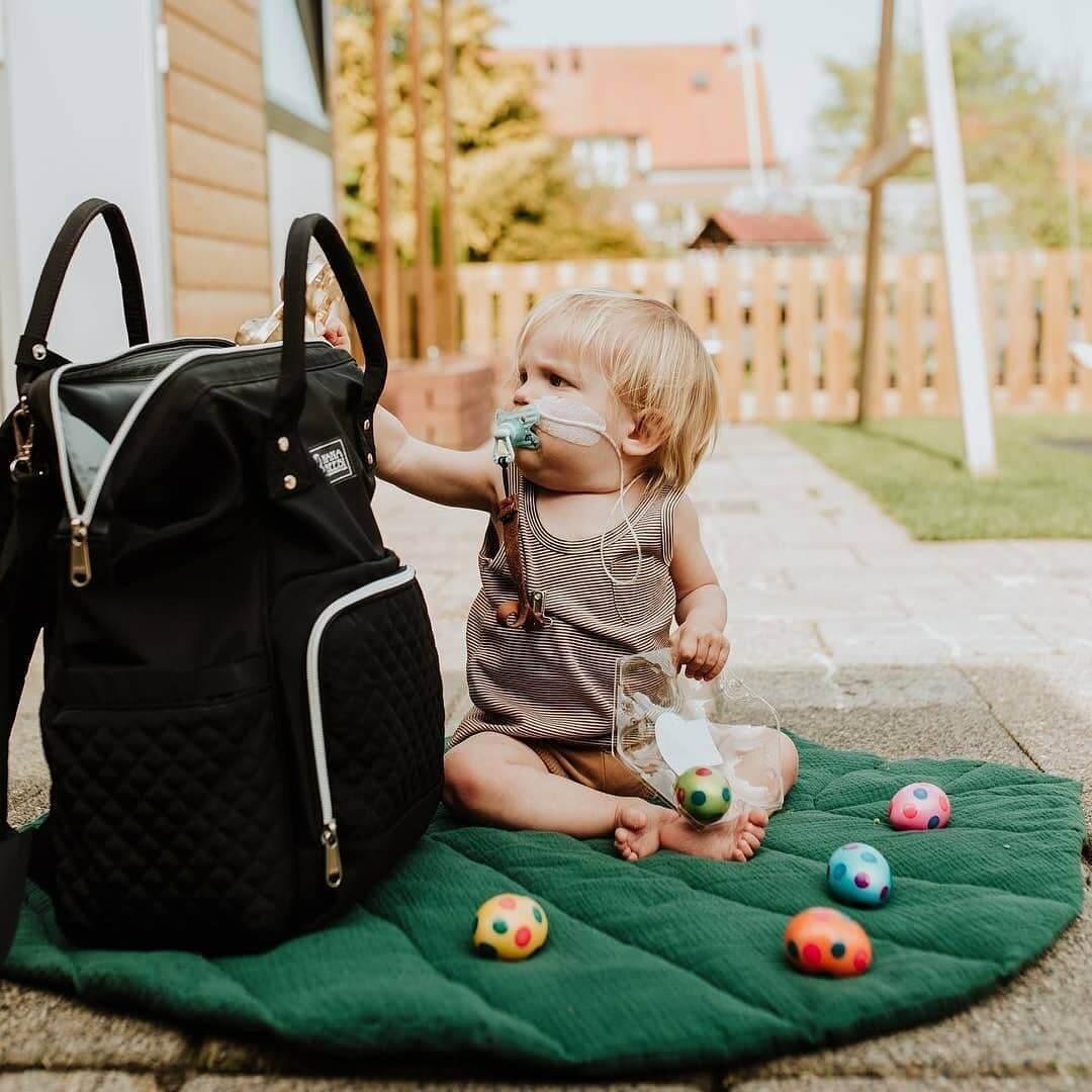 NanaBeebi luiertas rugzak is compact. Je hebt alle benodigde baby spullen heb je. NanaBeebi luiertas rugzak zwart voor papa en mama.