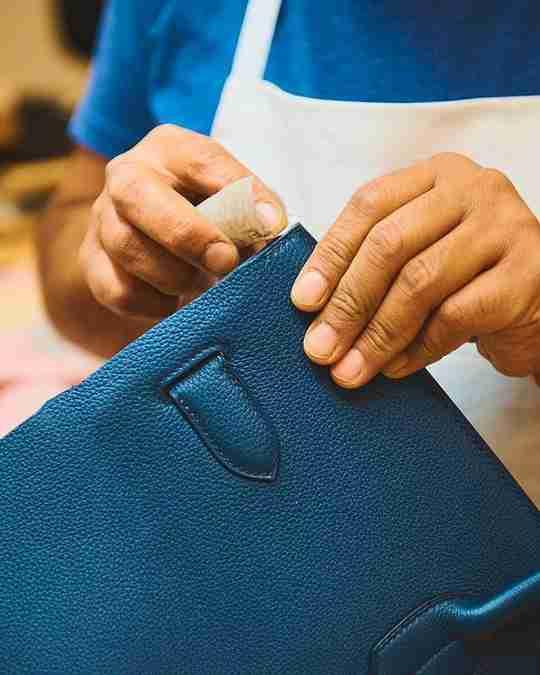 A craftsperson making a Hermès bag