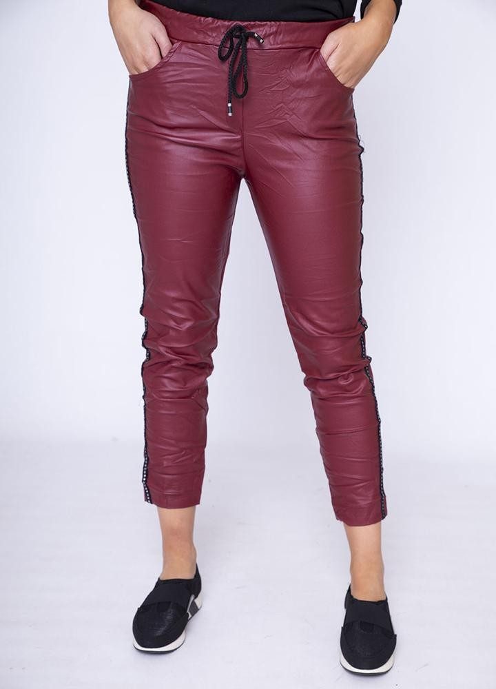 Stud Crinkle Faux Leather Jegging in Wine