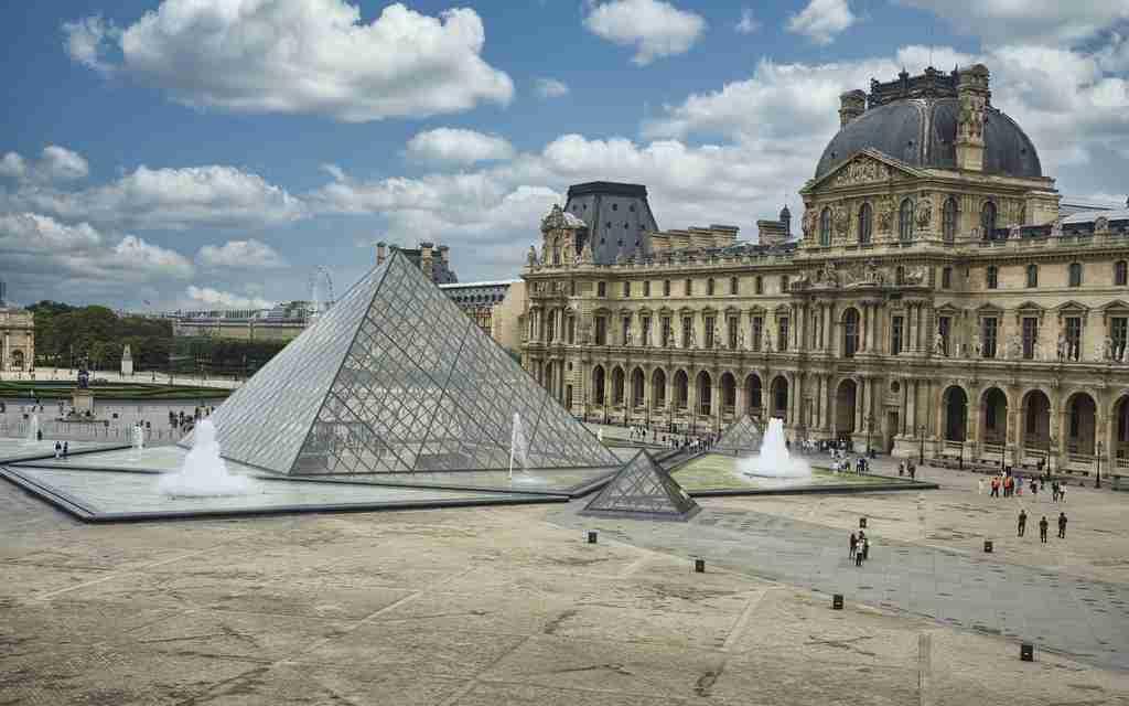 travelling online, museum louvre, seni dan budaya paris