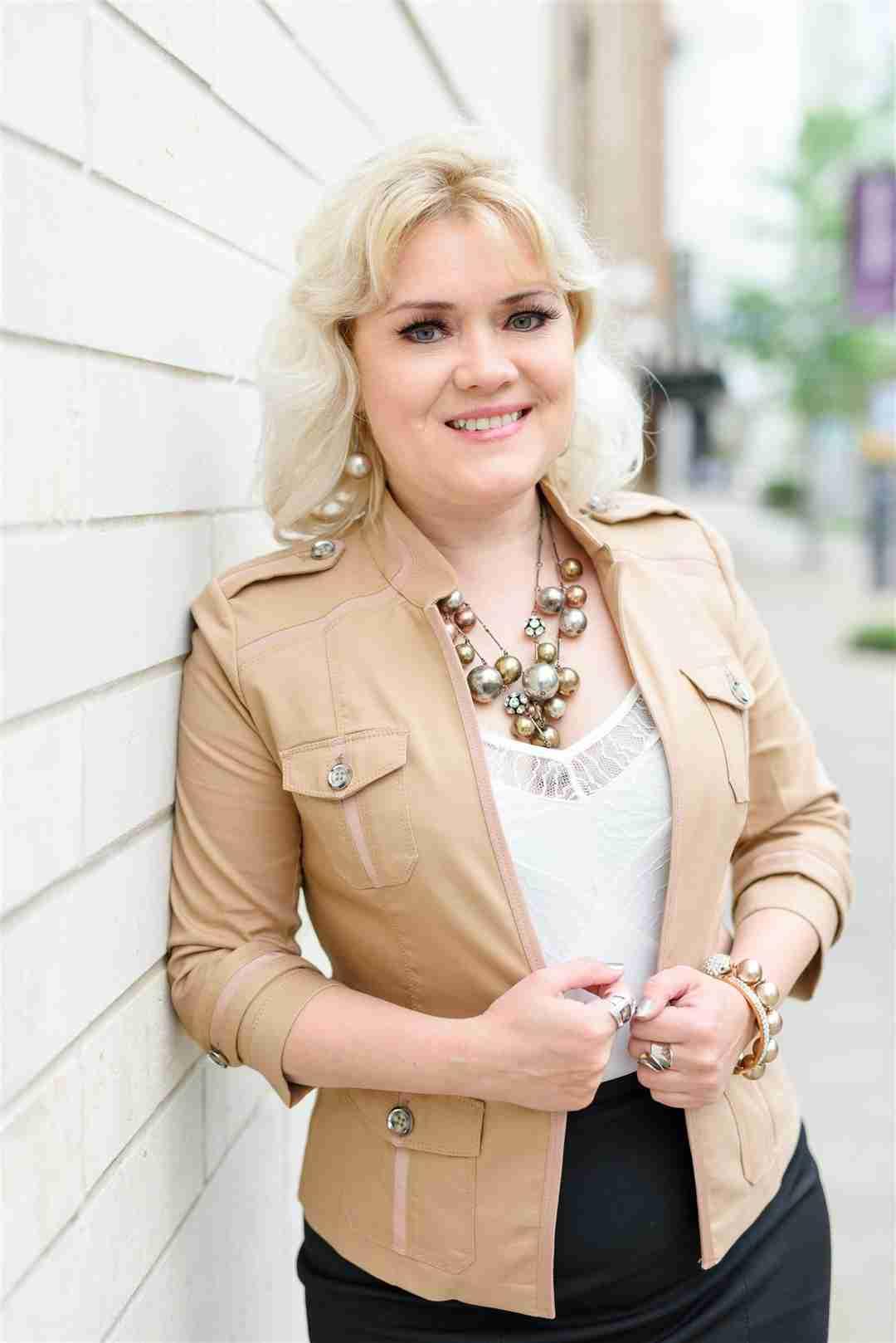 Lolita Guarin   LeadershipBooks.store