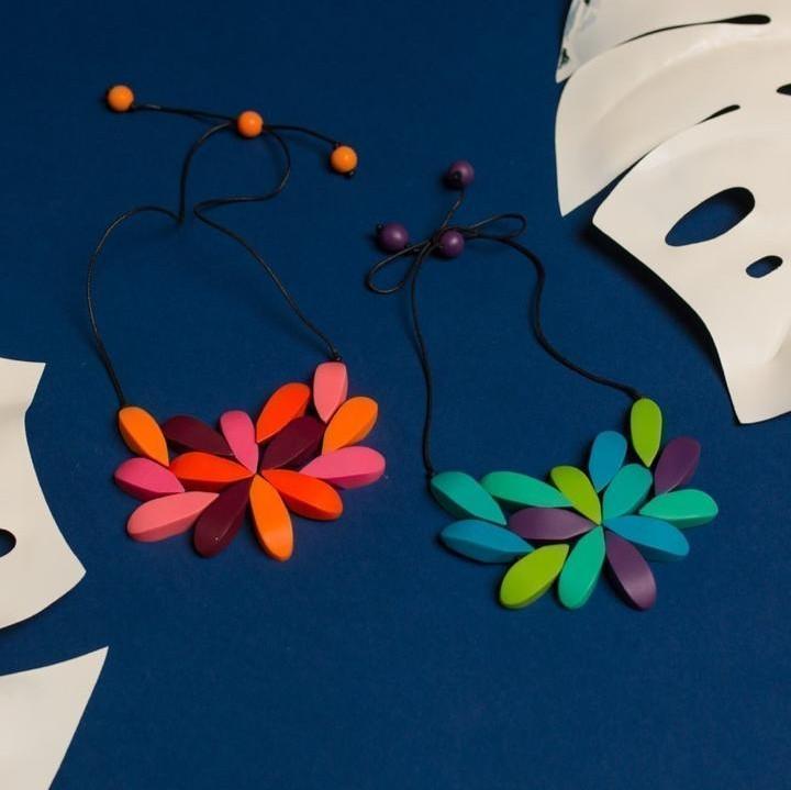 Wonderland Hibiscus Necklace Blue Mix