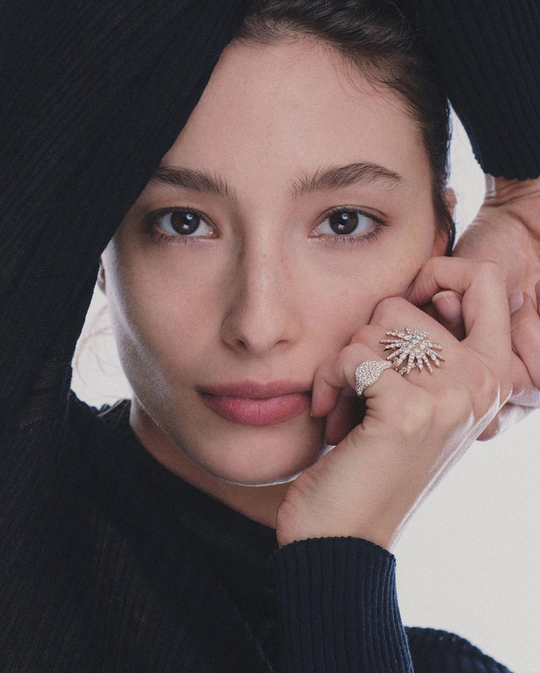 A model wearing David Yurman rings