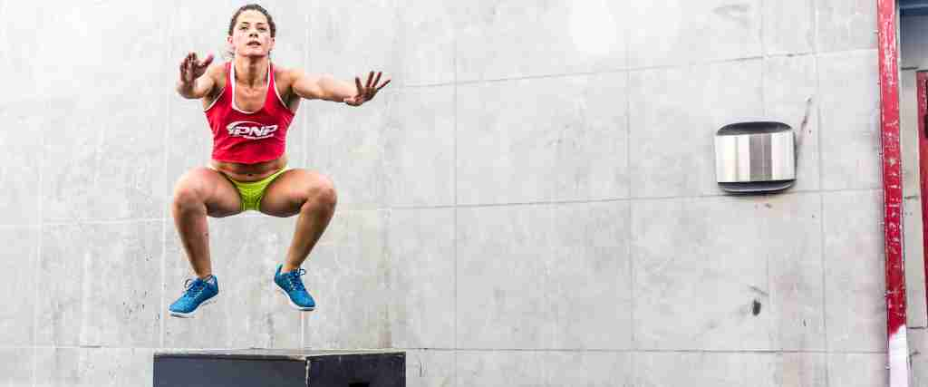 CrossFit athlete Luisa Porras doing box jumps after taking an l carnitine supplement.
