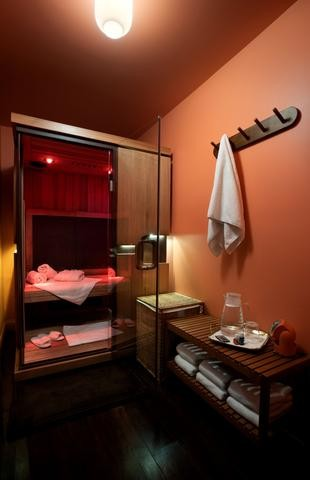 Infrared Sauna in a small room