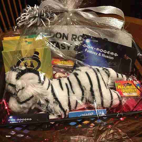 A white tiger and some gift items.