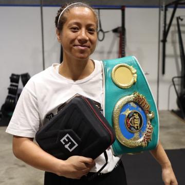 Massage gun with Women's Boxer