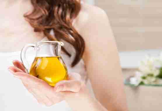 Wonderboon olie zorgt voor een glanzende huid en haar.