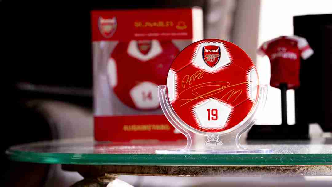 Arsenal F.C. Signables Collectible in stand