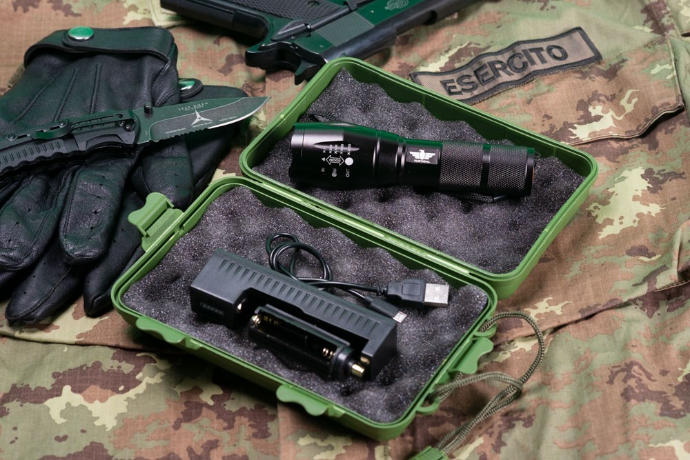 TACTICAL FLASHLIGHT XM-L T6 1800 POWER LUMENS