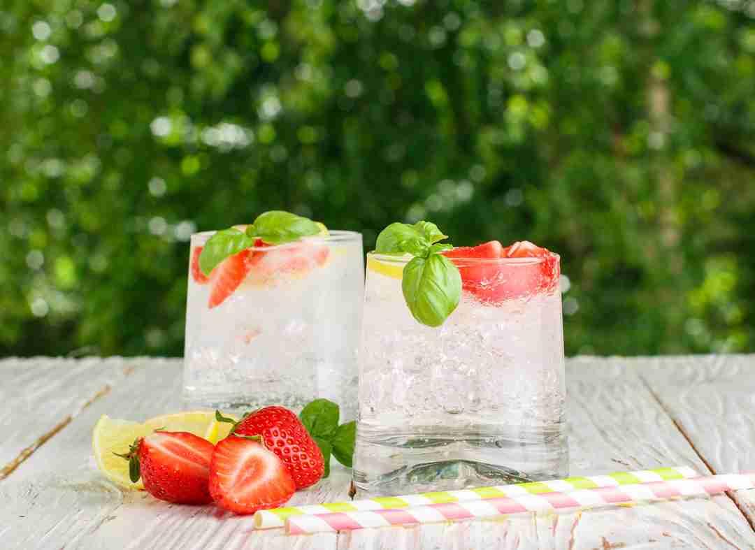 Strawberry Lemon Basil Agua de desintoxicación
