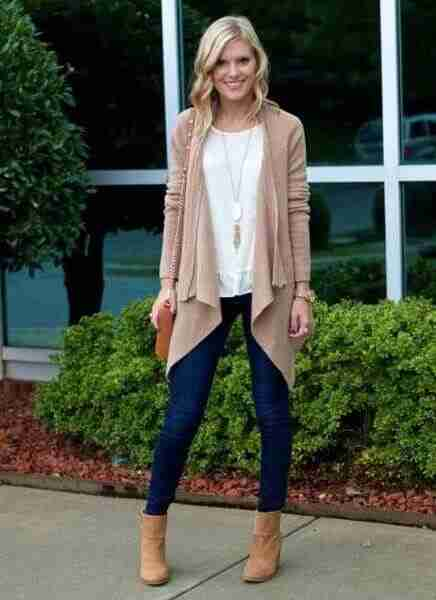 woman in beige blazer long necklace and gold chained bag