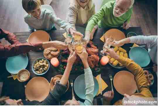 makan bareng keluarga besar, foto ala liburan, foto liburan di rumah, foto makan bareng keluarga