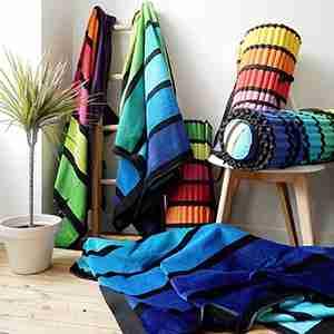 Collection Happy matelas de plage Happy coordonnés aux sacs et serviettes de plage Happy.