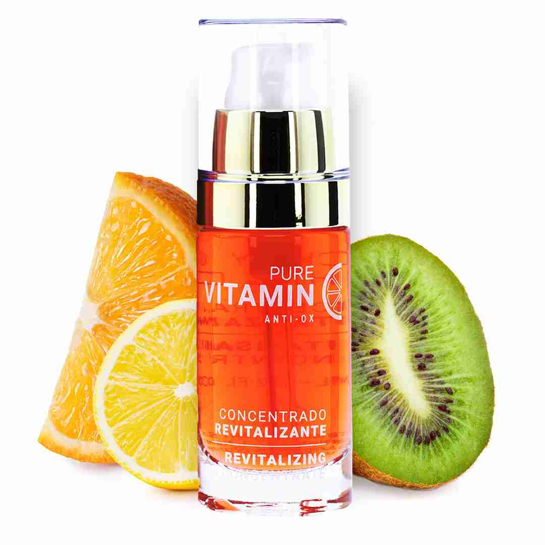 Pictured is Noche Y Di'a Vitamin C Serum with an orange, kiwi, and lemon slice.