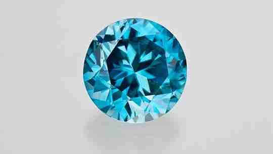 Colorless zircon appearing ocean blue