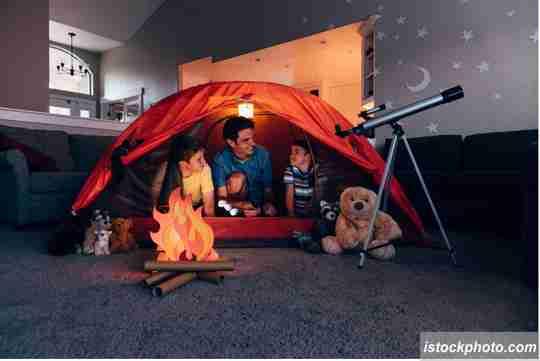 foto camping, camping di rumah, camping di dalam rumah