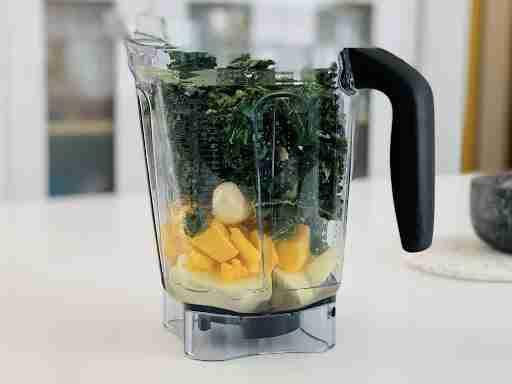 meal prep smoothie kale in blender