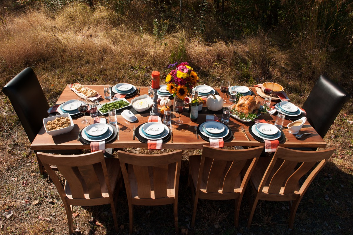 outdoor table setting for thanksgiving