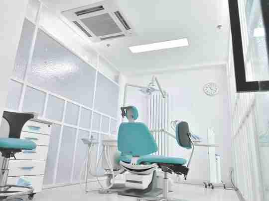UV-C Light in Dentist