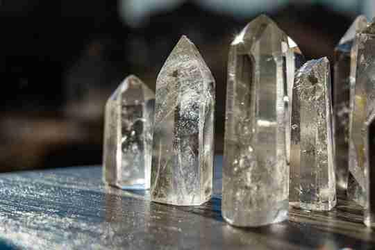 Reflective quartz crystals