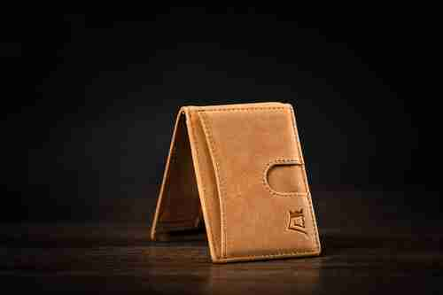 Kings Loot Wallet Offers, Coupons & Deals: 20% off on your new Kings Loot wallet!