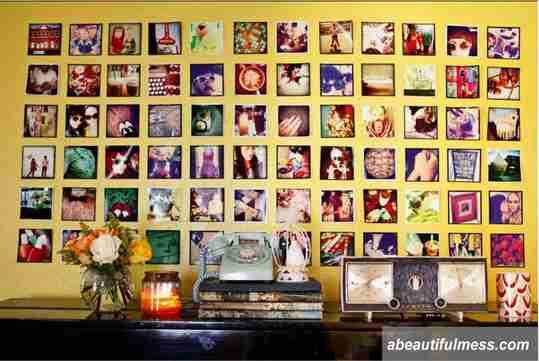 cara memajang foto di tembok, susun foto di tembok