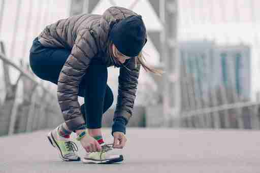running outside winter running tennis shoes workout