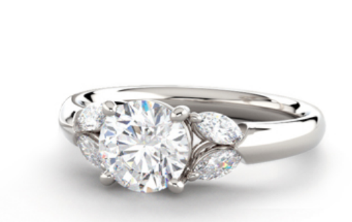 A solitaire ring from Lumera