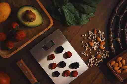 digital kitchen scale to meal prep measure food macros