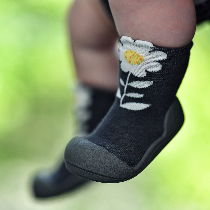 Attipas baby shoes in Flower Black