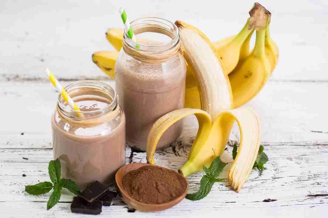 Batido de nuez de banano de chocolate