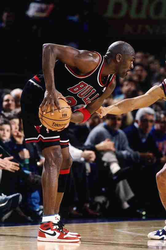 Michael Jordan wearing the Air Jordan 1 at MSG